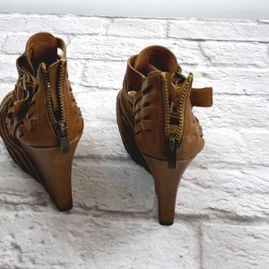 Vince Camuto Shoes - Vince Camuto Women's Leather Wedge Heels size 7.5B